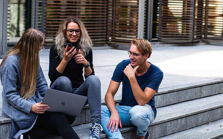 El mundo laboral de millennials y generación Z